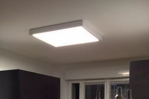 Dalle LED installée en saillie